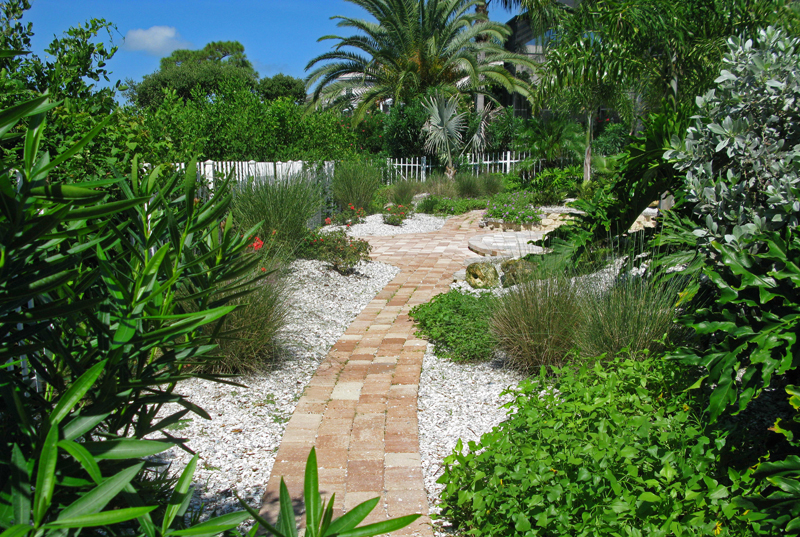 A private waterfront enclave in Tarpon Springs FL, overlooking the Gulf of Mexico is transformed.